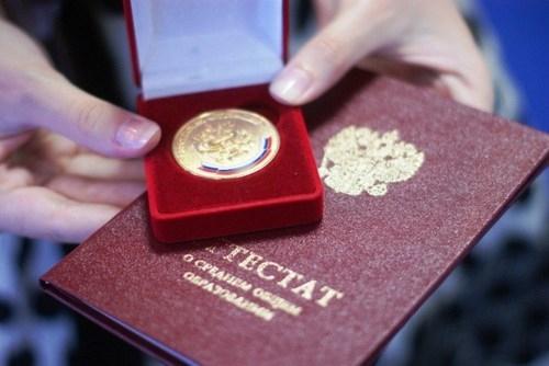 Выпускников школ Нижневартовска наградят медалями