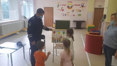 Инспектор ДПС в гостях у дошколят